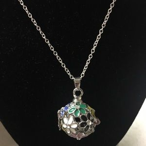 Flower Ball Fragrance Cage Necklace NWOT